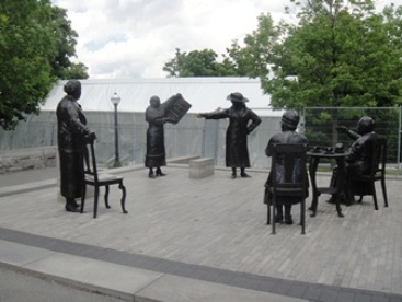 Femme canadienne - cinq femmes