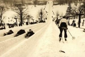 Bordées de neige, skieurs au Mont-Royal