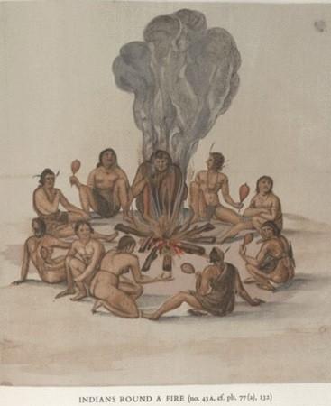 Des chants autour d'un feu de camp. Pour s'assurer la protection des dieux contre les périls de la vie quotidienne et rendre grâce à ces divinités, Indiens et Indiennes se groupaient pour chanter autour d'un feu de camp. Ils s'accompagnaient avec des crécelles, sorte de gourdes remplies de graines.