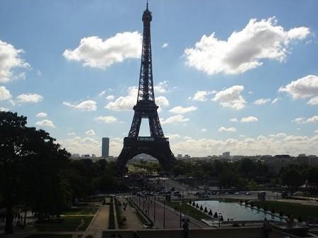 La logique de la science est infaillible et, si les savants se trompent quelquefois, c'est pour en avoir méconnu les règles (Henri Poincaré La Science et l'hypothèse). La Tour Eiffel. Photo Megan Jorgensen.