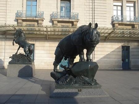 Rhinoceros en face du Musée d'Orsay à Paris. Photographie de Megan Jorgensen.