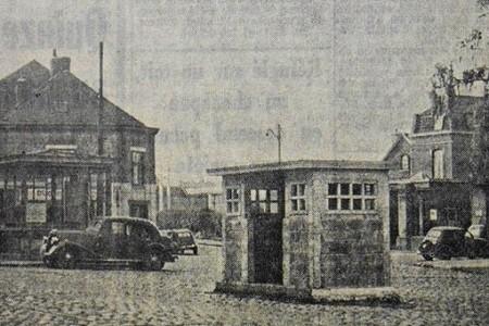 Kiosque Signal aux croisements pour faciliter la circulation, Paris 1912. Les grands axes de la capitale présentent une image à la fois moderne et traditionnelle, où l'automobile côtoie l'attelage à cheval. (Bibliothèque nationale, Paris).